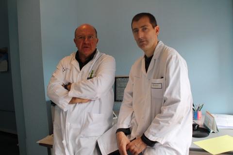 Los doctores Iñaki Brouard y Mikel Goitia, del Hospital Universitario Cruces