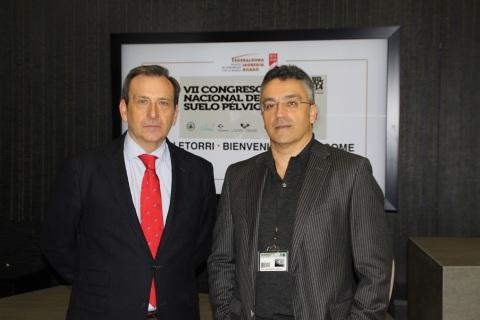 Los doctores Txanton Martínez-Astorquiza y Eloy Moral, tras la presentación del protocolo de la SEGO sobre DPC