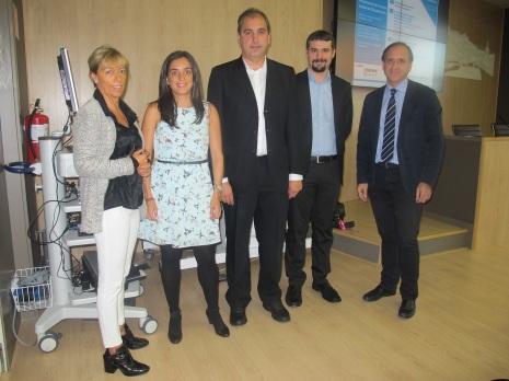 Begoña Díez y los doctores Beatriz Tijero, Koldo Berganzo, Juan Carlos Gómez Esteban e Iñaki Urkidi