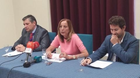 Los doctores Rogelio del Pino, Roser Garreta y Ángel León