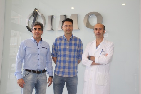 Los doctores Ignacio Lobo, Miguel Ángel Alonso Prieto y Mikel Gamarra, en la Clínica IMQ Zorrotzaurre de Bilbao