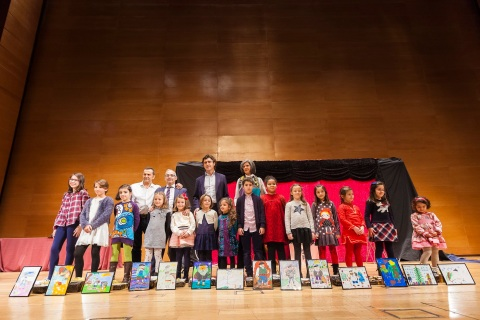 Ganadores del X concurso infantil de dibujo del Colegio de Enfermería de Bizkaia, cuyo tema fue 'Olentzero'