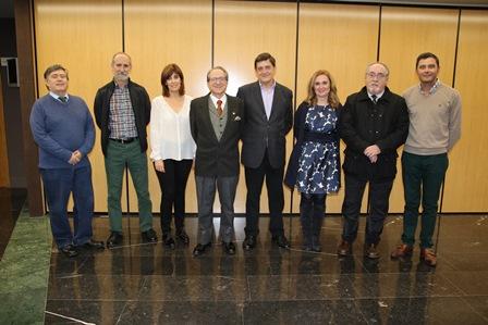 foto-de-familia-de-los-autores-y-personalidades-que-acudieron-al-acto-de-presentacion-del-libro-tuberculosis